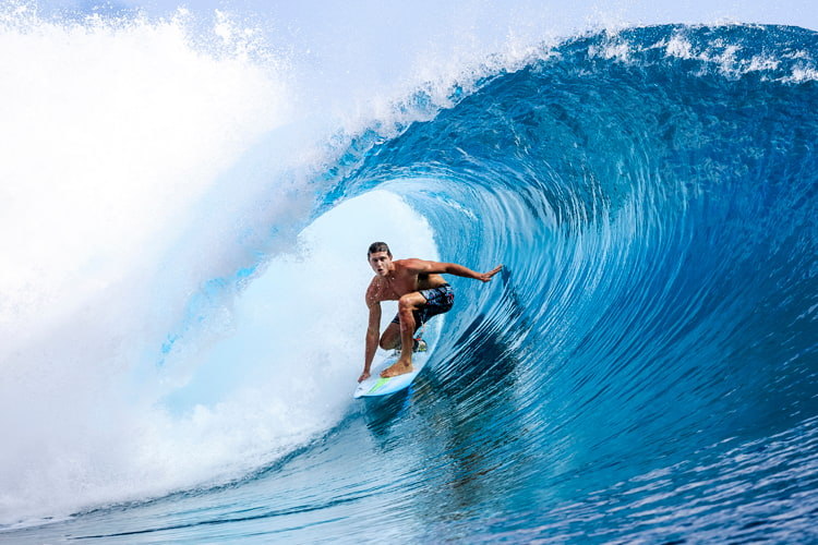 SURFING FOR A FUN AND EXHILARATING EXPERIENCE